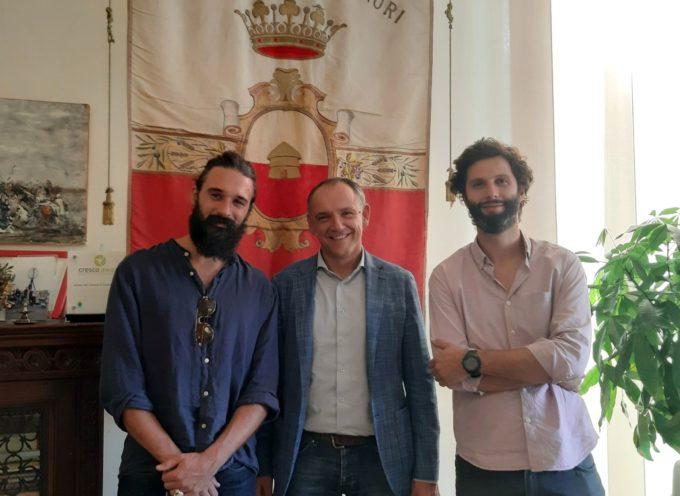 Il sindaco Luca Menesini ieri ha incontrato il cantautore lucchese Andrea Biagioni,