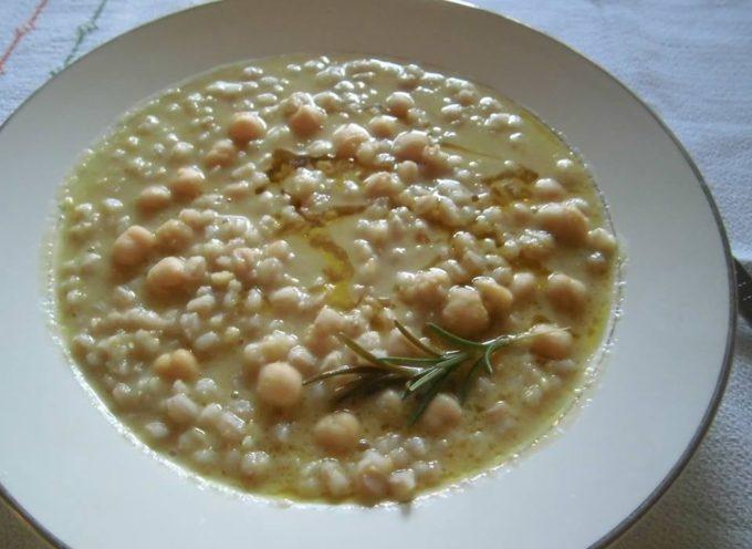 Le minestre dei primi freddi: la minestra di farro e ceci.