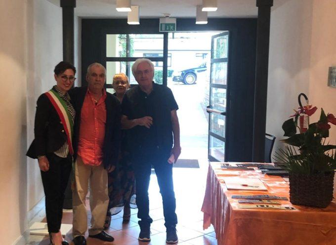 Taglio del nastro sabato a Stiava per la mostra personale dell'artista Romeo Tani.