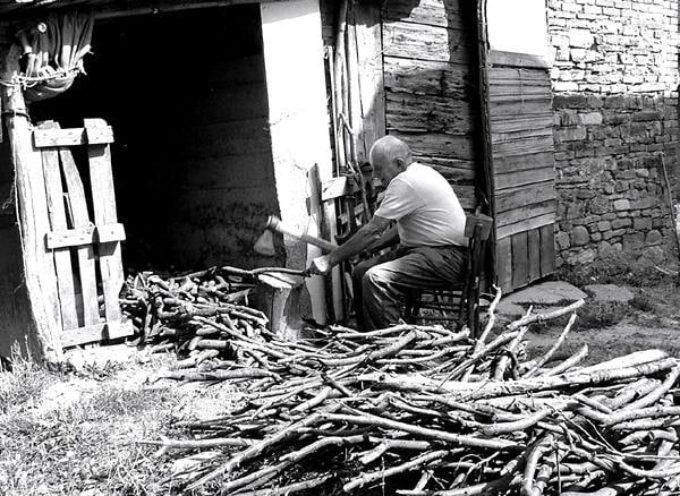 """""""Fare legna"""", era un imperativo costante in ogni stagione,"""