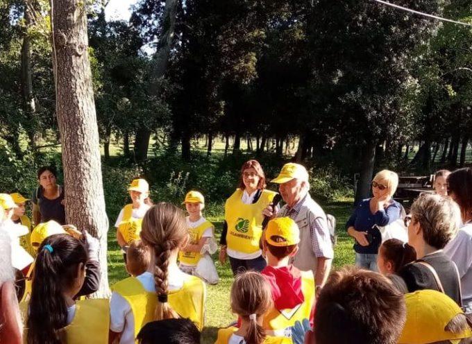 """Grande partecipazione a """"Puliamo il Mondo"""", in Versiliana, organizzata da Lega Ambiente in collaborazione con il Comune di Pietrasanta – Alcuni bambini hanno vissuto anche l'esperienza del salvataggio di un volatile."""