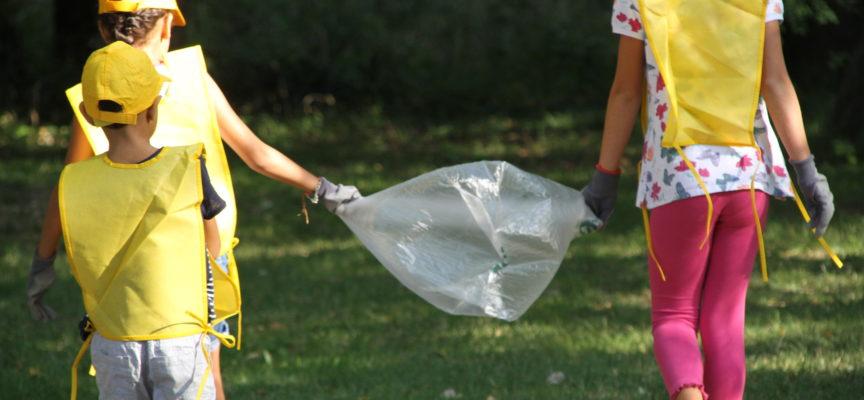 Ambiente: Puliamo il mondo è da record, 120 bambini e tanti genitori in Versiliana da tutta la Versilia