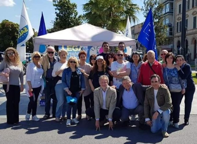 Viareggio – Gazebo Lega: in soli due giorni ben 656 firme a sostegno di Matteo Salvini