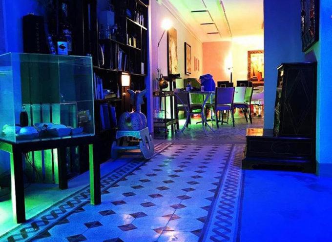 """inaugura la mostra dell'artista inglese che ha """"illuminato"""" siti e gallerie con le sue fibre ottiche e che """"parla"""" del sottosuolo di Lucca"""