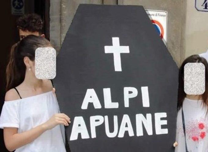 Salviamo le Apuane protesta in Regione: estrarranno 47 milioni di tonnellate di marmo
