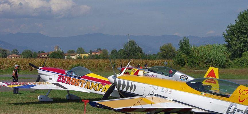 Festa dell'Aria: inizia il Campionato italiano di acrobazia aerea a motore