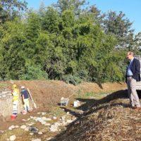 Rio Sana, si ripulisce il corso d'acqua e si rifà il muro di contenimento in località Regini