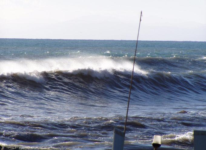 Allerta meteo codice giallo per mareggiate sulla costa