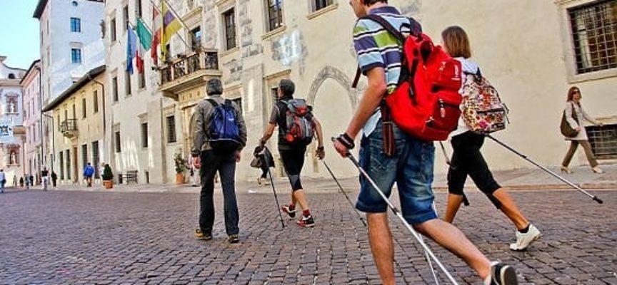 """Trekking Urbano: il 31 ottobre visite guidate """"a passo svelto"""" tra vicoli, chiostri e giardini."""