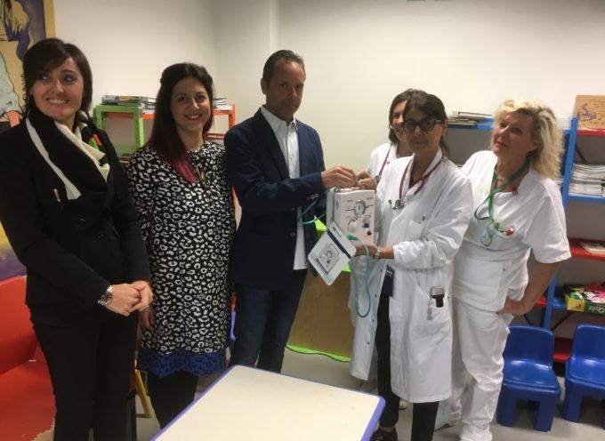 Una giovane coppia lucchese dona per riconoscenza un macchinario alla Pediatria di Lucca
