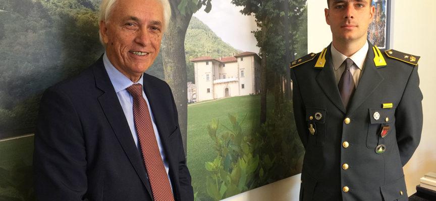 il nuovo comandate della Guardia di Finanza di Viareggio, maggiore Armando Modesto, in visita ufficiale stamani in Municipio aSeravezza