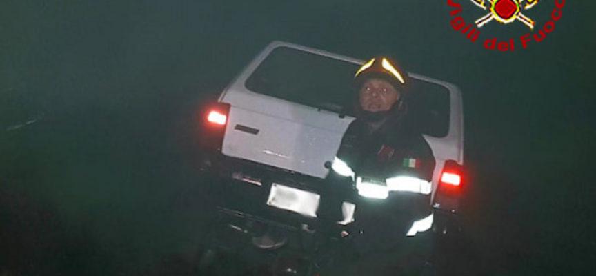 perdono la vita due persone finendo fuori strada con la loro vettura nel pisotiese