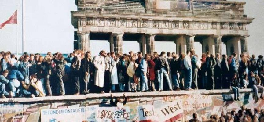 ACCADDE OGGI – 3 ottobre 1990. Si completa il processo di riunificazione della Germania.