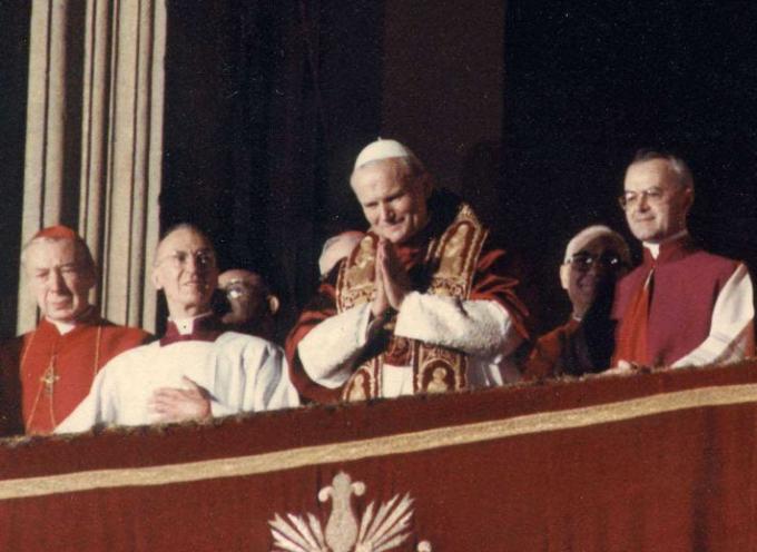 il 16 ottobre 1978, alle 18.18, dal comignolo più famoso del mondo uscì una fumata bianca: era stato eletto Karol Wojtyla,