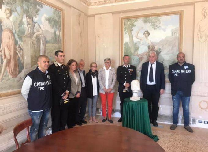 Questa mattina, nella meravigliosa cornice di Villa Reale, si è svolta la cerimonia di restituzione di una preziosa scultura di Tino di Camaino,
