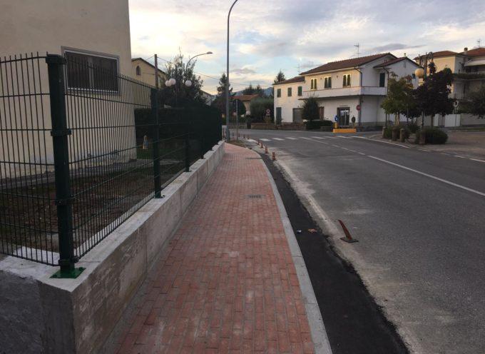 Procede speditamente la costruzione del nuovo tratto di marciapiede in via romana ovest a Rughi.