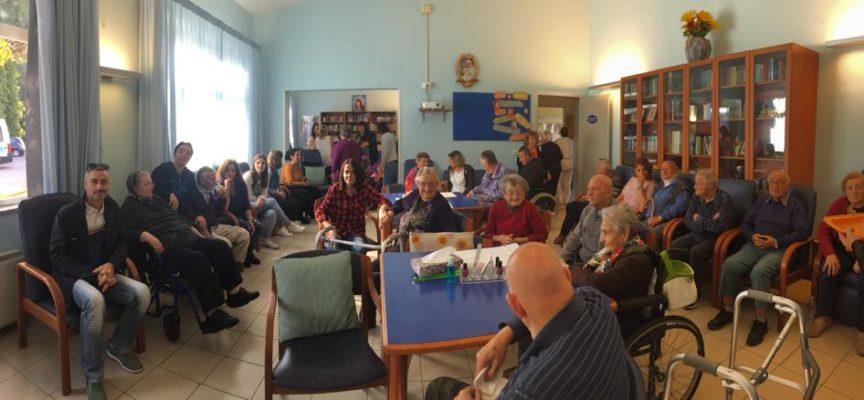 """PORCARI –    Una mattinata di festa per i nostri anziani ospiti del centro diurno """"Il Girasole"""","""