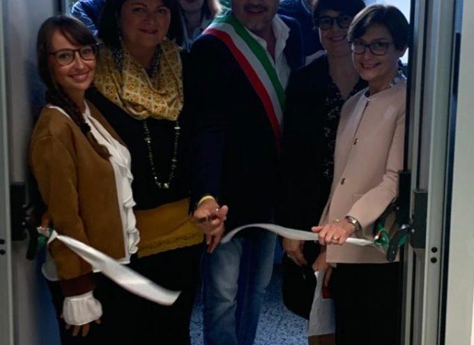 PORCARI – Tanta gente all'inaugurazione della mostra allestita alla biblioteca comunale
