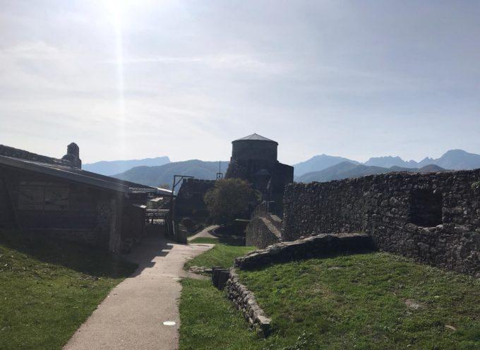 Splende il sole sulla regina delle fortezze della Valle del Serchio.