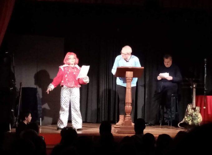 Posti in piedi, ieri sera, al Teatrino Delatre per lo spettacolo di Cabaret de Le Nuove Leve
