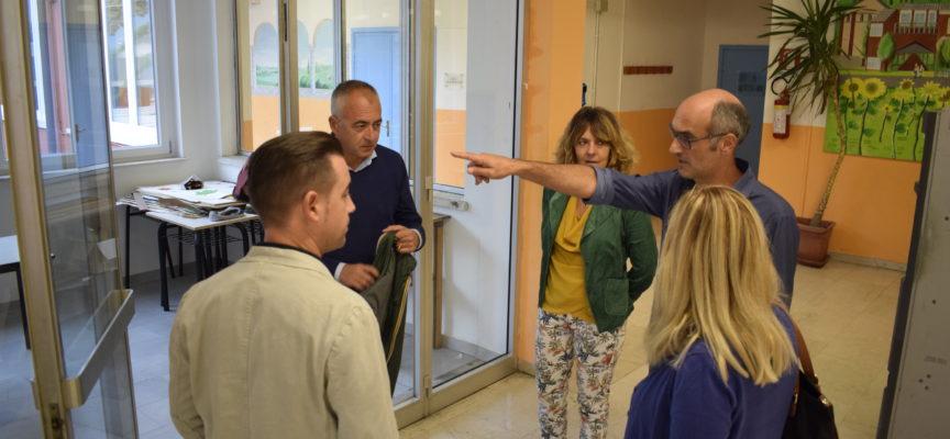 Infiltrazioni nella scuola di Piano di Conca, il Comune contesta i lavori alla ditta