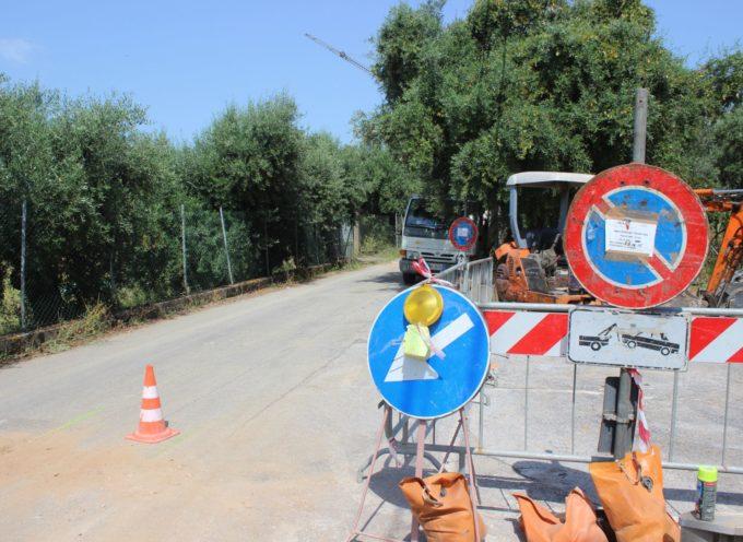 Allacci gas, senso unico alternato in via del Cipresso a Montigiano