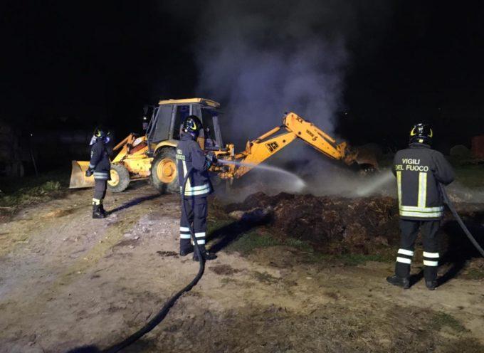 Incendio in un terreno agricolo a Porcari; individuato un uomo