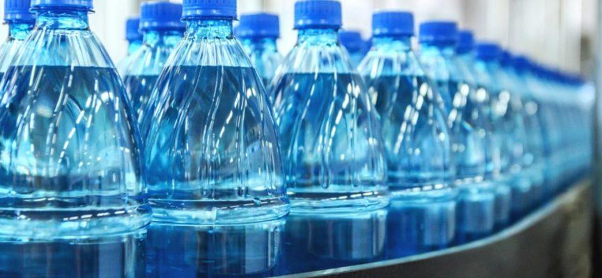 Plastic tax: la nuova tassa su bottiglie per l'acqua e imballaggi di plastica