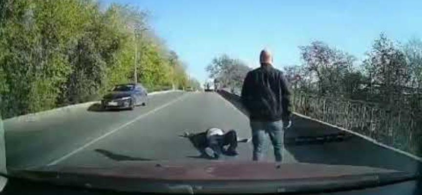 Ambulanza perde paziente per strada mentre corre in ospedale e la clip diventa virale.
