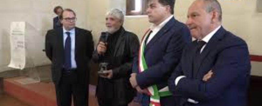 Pietrasanta premia Jimenez Deredia
