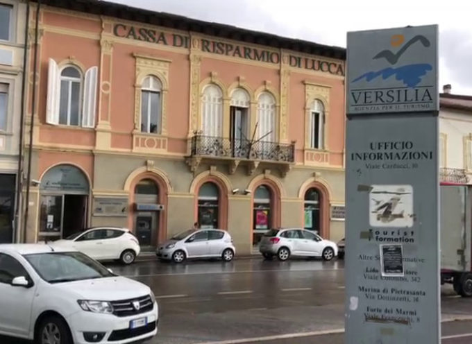 Chiude l'ufficio turistico: braccio di ferro tra Lucca, Viareggio e Forte