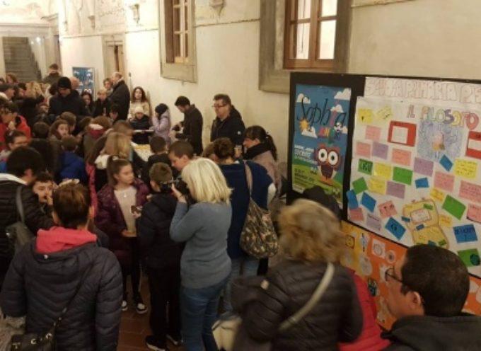 PIETRASANTA – Sophia Junior, la filosofia secondo i bambini in una mostra nel Chiostro di S. Agostino