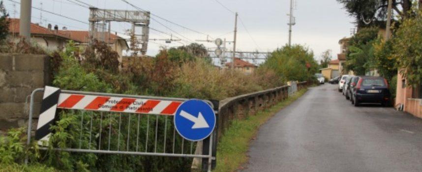 PIETRASANTA – Sicurezza: nuovo guard-rail in via Tre Luci, via libera ad intervento