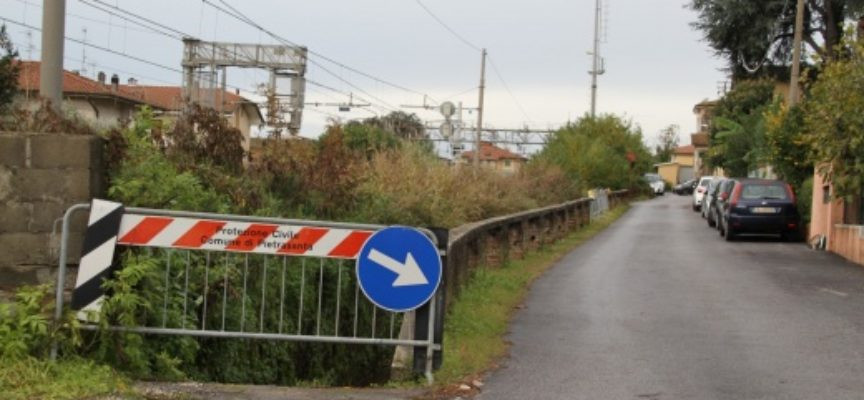 PIETRASANTA – Sicurezza: nuovo guard-rail in via Tre Luci, via libera ad intervento