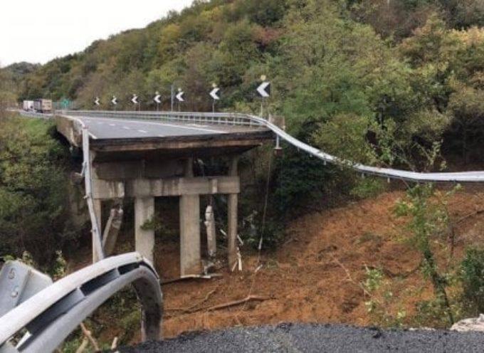 Savona,crolla un viadotto dell'autostrada A6 per Torino