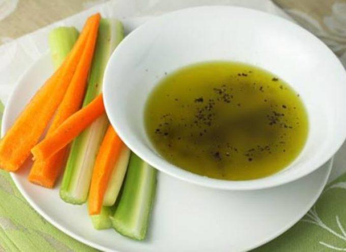 Cazzimperio: è una salsa a crudo fatta con olio d'oliva, sale e pepe,