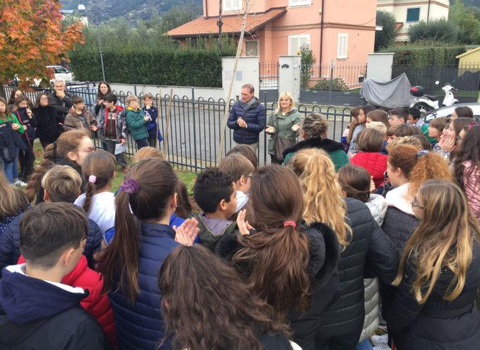 Educazione Ambientale: celebrata la Festa dell'Albero tra filastrocche, letture e la piantumazione di un acero al ParcoPasolini e un olivo all'asilo Munari