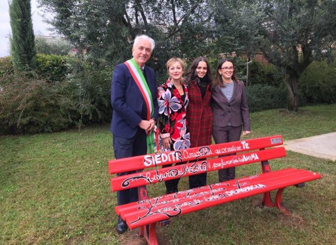 GRANDE SUCCESSO ALL'INAUGURAZIONE DELLA PANCHINA ROSSA