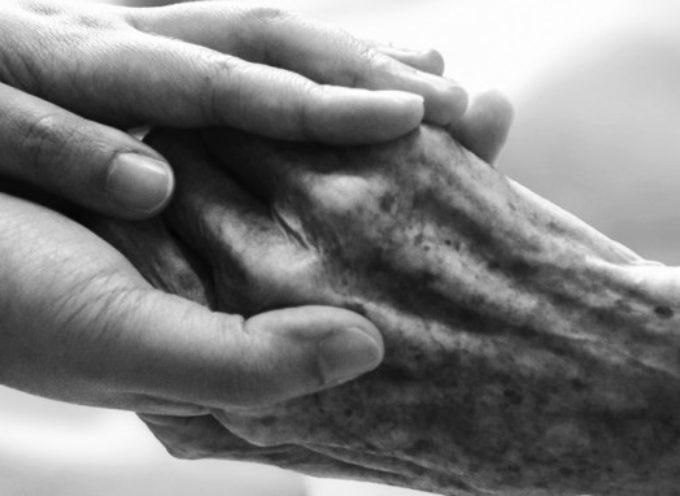 Dover dire addio a un genitore provoca un dolore straziante, e nessuno è mai abbastanza preparato a viverlo