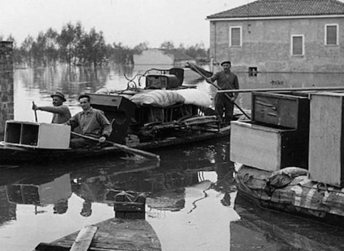 Il 14 novembre 1951, già dalle prime ore del mattino l'ingrossamento del Po minaccia le popolazioni del Polesine