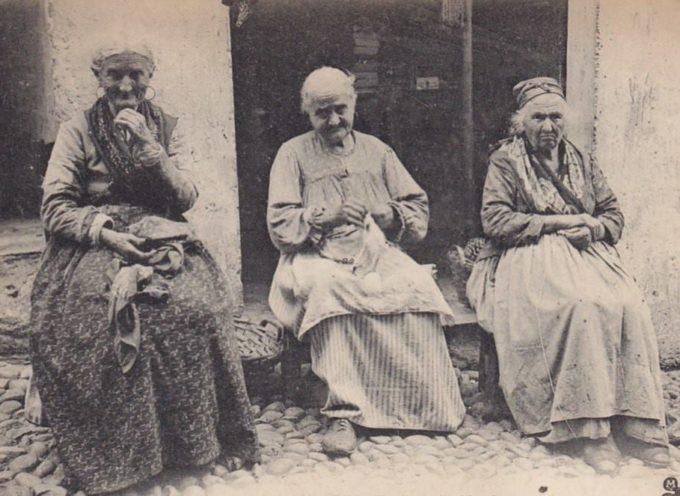 Il grembiule era un indumento di tutti i giorni, domenica compresa, usato specialmente dalle nonne di campagna