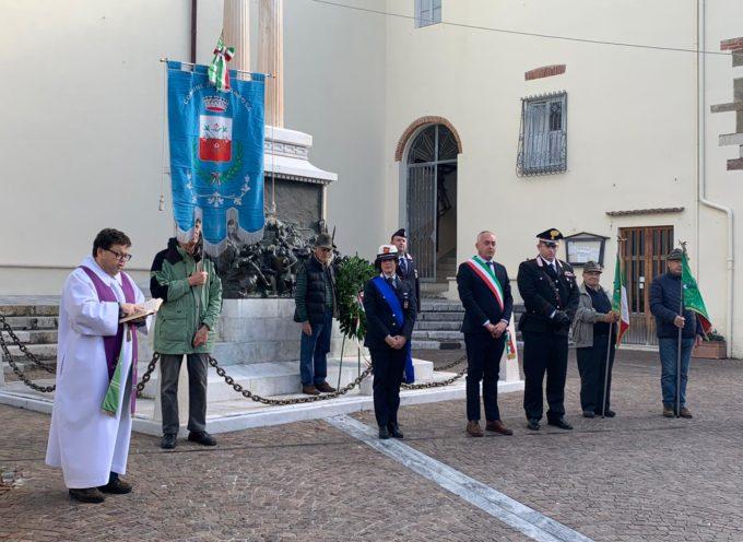 Stamani, 4 novembre, l'amministrazione comunale ha deposto corone ai monumenti ai caduti a Stiava, Massarosa e Bozzano