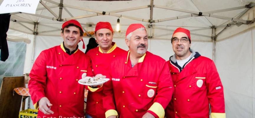 ritorno al Local Street Food di Garfagnana Terra Unica per ASD Villetta 2012 che presenta il proprio piatto la porchetta