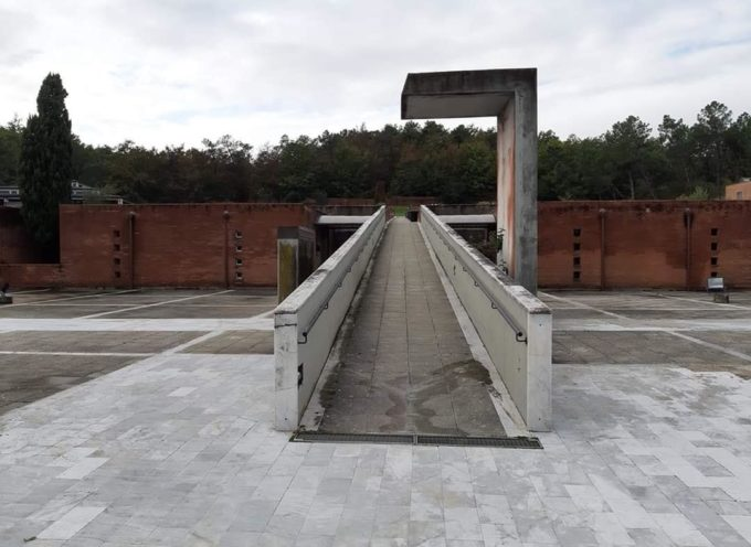 """PORCARI – Le intense piogge di questi giorni hanno provocato infiltrazioni di acqua nel soffitto dei """"forni"""" del cimitero di via Sbarra."""