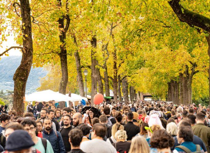 Il Comune di Lucca e Lucca Crea – ente organizzatore del festival – prendono le distanze e condannano il comportamento dei due ragazzi apparsi nel video caricato ieri in rete,