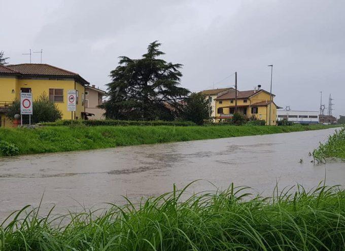 PORCARI – Da ore piove con una certa intensità, il livello dei corsi d'acqua risulta alto ma la situazione è sotto controllo.