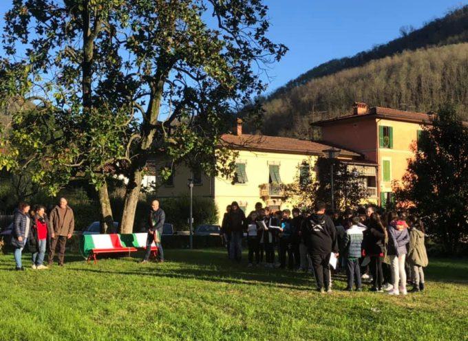 BAGNI DI LUCCA – IL POMERIGGIO DEL 25 NOVEMBRE ai giardini Contessa Casalini abbiamo inaugurato una Panchina Rossa in memoria di Kaliannys Cala Perez.