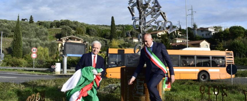 LIBERO, inaugurata una statua sulla via Sarzanese