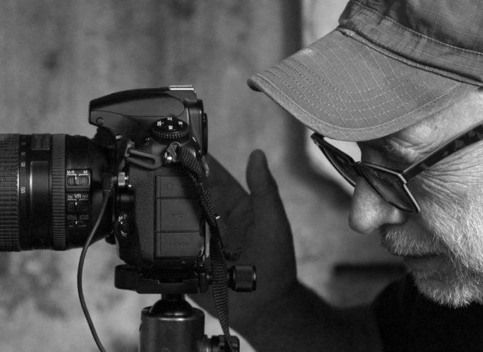 """PIETRASANTA – """"STORIE DI GESSO"""" C'È ERIO FORLI, I SEGRETI DELLA FOTOGRAFIA TRA BOTTEGHE ARTIGIANE E BOZZETTI DIMENTICATI"""