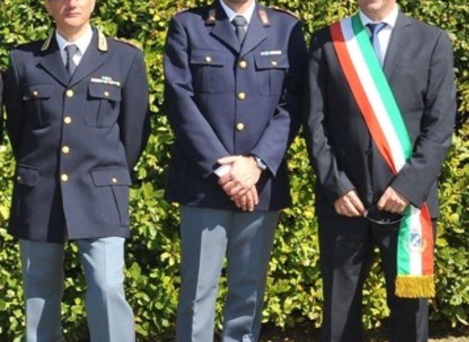 Scambio di saluti tra il Sindaco Maurizio Verona e d il Commissario Enrico Parrini che dal 1° dicembre andrà in pensione